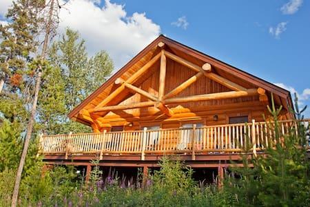 Log Cabin within a resort type prop - Kamloops - Zomerhuis/Cottage