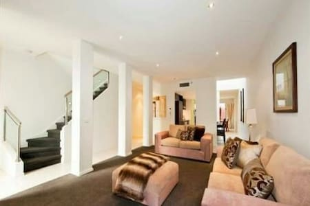 Private king room with bathroom - Yarraville - House