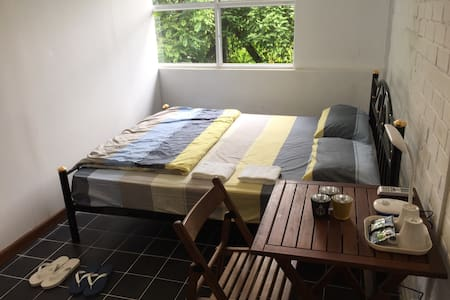 Double Bed Private Room~Roly Hostel - Yangon - Apartment
