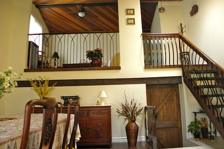 The Tea Cosy Bed and Breakfast, Old Town, NOTL - Niagara-on-the-Lake - Bed & Breakfast