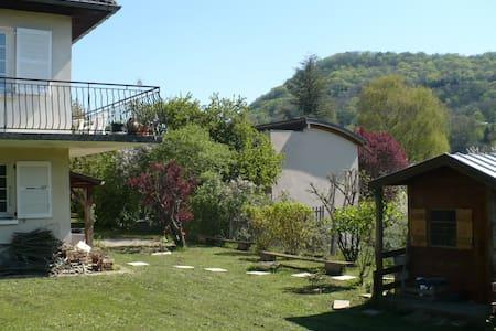 Chambre et Salle de Bain privative avec Jardin - Arbois - House