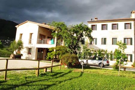 Camere tra vigneti a Valdobbiadene - Santo Stefano