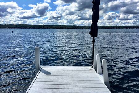 Cozy Modern Cottage 25 feet from spring fed Lake - Williams Bay - Bed & Breakfast