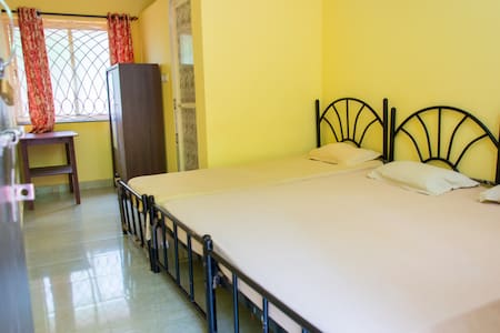 Spacious room for 3 - Guesthouse