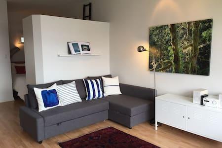 Waterfront Studio Apartment - Lägenhet
