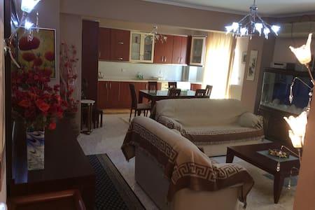 Ωραίος άνετος και καθαρός χώρος . - Apartment
