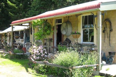 Ballarat Cottage & Gardens
