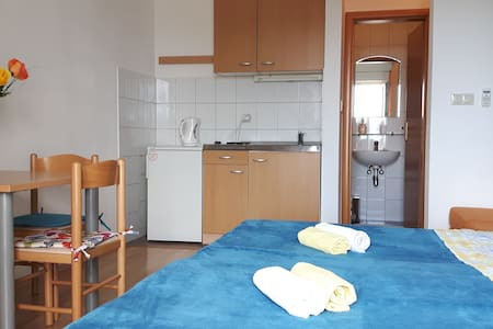 Studio 2, 250 m from beach-PARKING - Byt