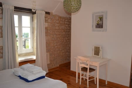 Les Chauvins B&B (room in house) - Bed & Breakfast