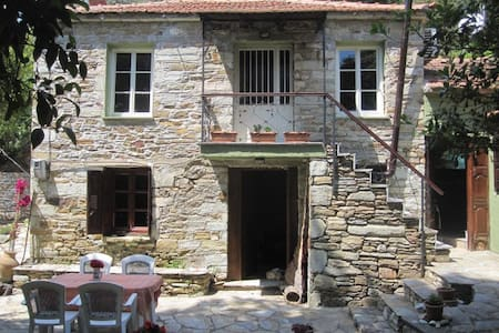 Traditional stone house in Pelion - Hus