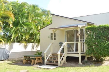 Beautiful Kailua Cottage - Bungalow
