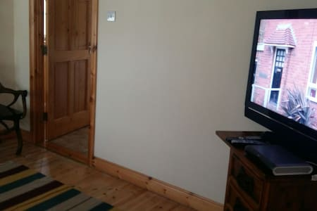Large double in family home - Fahan - House