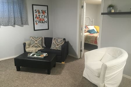 Roomy 1BD Suite close to downtown