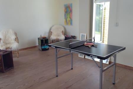 Dejligt lyst hus med god plads til storfamilien - Spentrup - Casa
