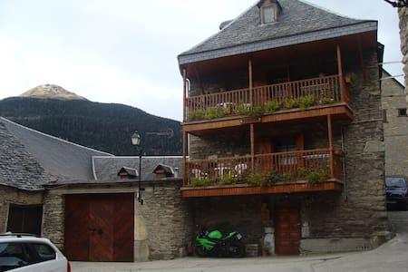 Casa rural a 3 km de viella - Haus