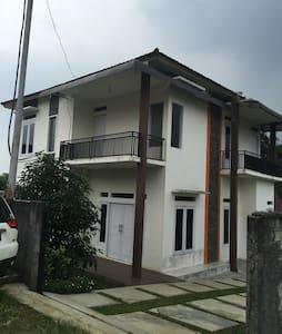 THE CITAPEN PRIVATE VILLA - TAPOS - Villa