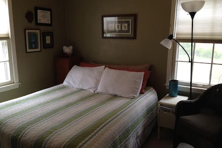 Cute and Cozy Ames Iowa by ISU and downtown - Casa