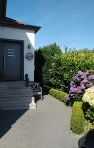 Ruhiges Zimmer mit eigenem Eingang und Bad/WC - Herford - Dom