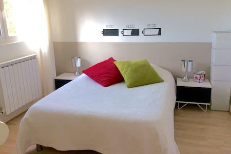 Chambre confortable et calme - Nieul - Huis