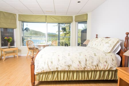 Madeira Park B&B: Bay Suite 2 - Szoba reggelivel