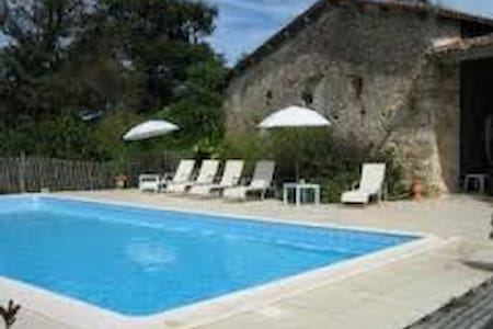 Charming farm/swim. pool - 35 min from Bordeaux F - Montlieu-la-Garde - Gästehaus