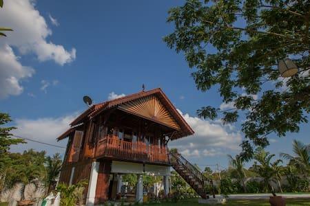 The Happy 8 Retreat X Kampung House - Loft