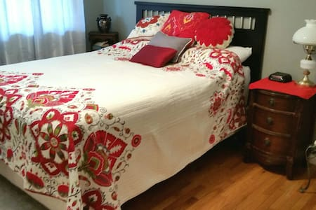 Cozy single bedroom on the 1st flr - Rumah