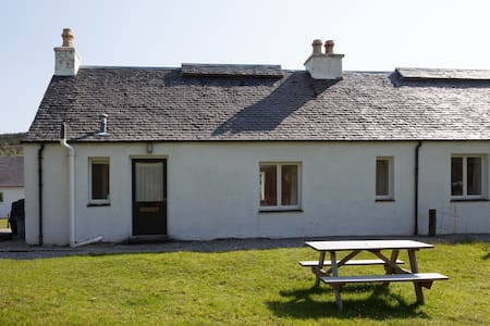 Cosy, pretty, peaceful cottage where deer appear - Lochcarron