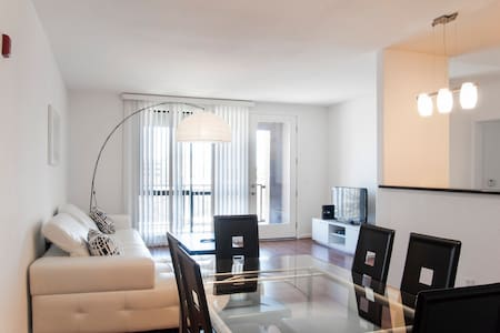 Modern 2BR/BA with pool Next to Apple - Apartemen