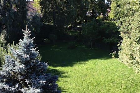 Entspannen auf dem Dorf, München ist nicht weit... - Apartment
