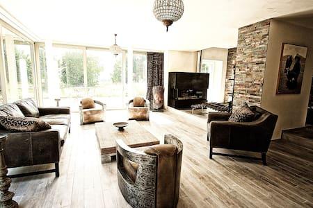 ELIZABETH TAYLOR Suite - Rumah