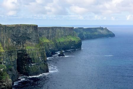 Cliffs of Moher - Twin Room & Private Bathroom - House