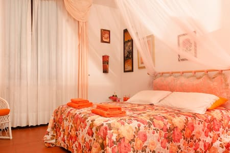 """B&B Nel Giardino di Alice """"La Peonia"""" - Gavorrano - Bed & Breakfast"""