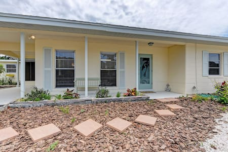 NEW to AIRB Private Coquina Cottage, Nokomis Beach - House
