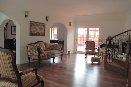 Specious Queen Bedroom with Bathroom - San Jose - House