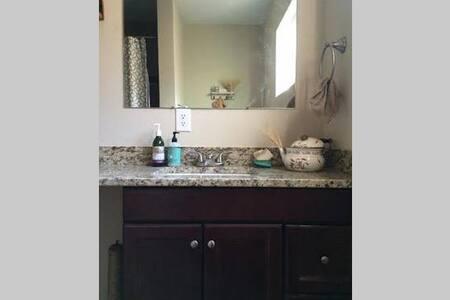 Cozy room for one. - Albuquerque - House
