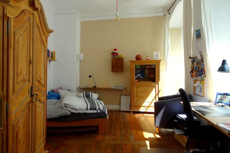 Gemütliches Altbauzimmer in Bambergs Prachtstraße - Apartment
