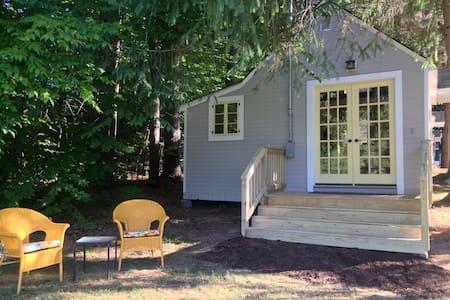 Sweet Apple Camp at Grey Shingles Camps - Hus