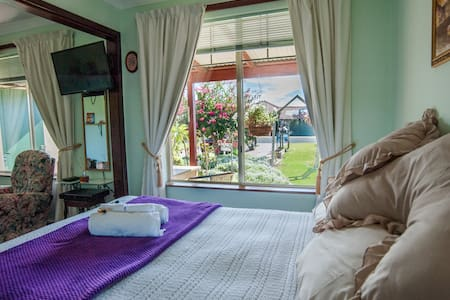 Busselton Marina Bed n Breakfast - Geographe - Bed & Breakfast