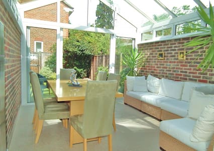 Bright comfy 2+ beds home in a convenient location - Weybridge - Townhouse