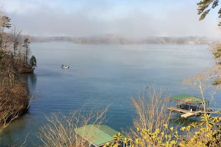 Cabin on Lake Keowee-Big Lake Views - Six Mile - Casa de campo