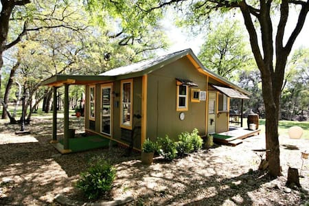 LE PETIT at LONESOME DOVE COTTAGES - Canyon Lake - Cabin