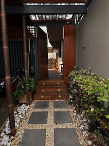 Resort style home with Yoga studio and sauna. - Brighton - Other