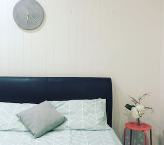 Dog friendly home 10 minutes to CBD - Hus