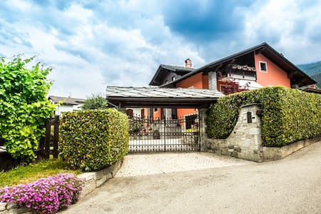Accogliente mansarda in villa - Huoneisto