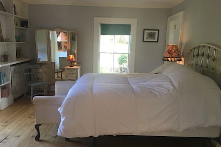 Spacious suite at soon to be B&B-Abigail's Suite - Szoba reggelivel