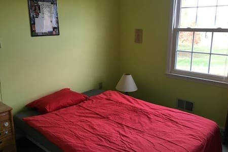 Furnished Private Room. - West Windsor Township - Szoba reggelivel