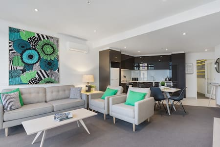 2BD Charming CBD Pad With NETFLIX, SPA and Pool - Apartment