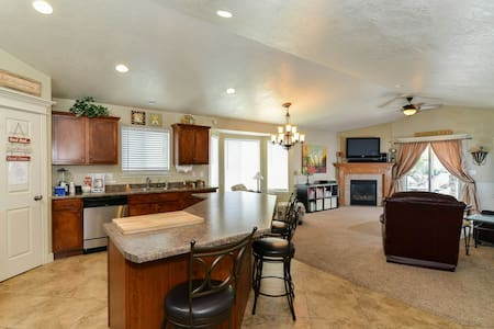 Master Suite in 4,000 sqft SLC Home - West Valley City