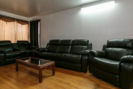 Executive house fully furnished. - Melrose Park - House